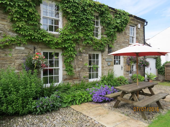 Stay in a country cottage in  quiet rural location