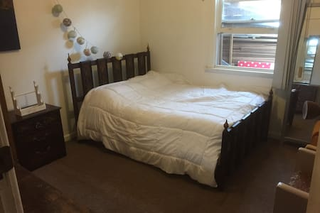 private bedroom with double bed - Coburg North