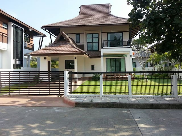 Modern Lanna House in lovely neighborhood - Chiang Mai, Thailand - Dům
