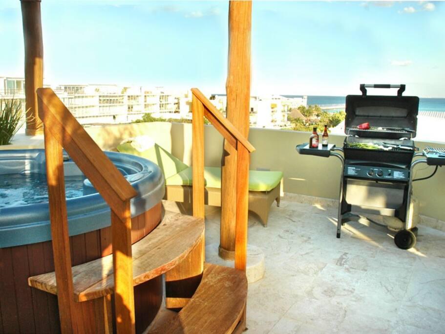 Maya Villas Condo Rental PH 416 with Hottub, BBQ And Moon Shower
