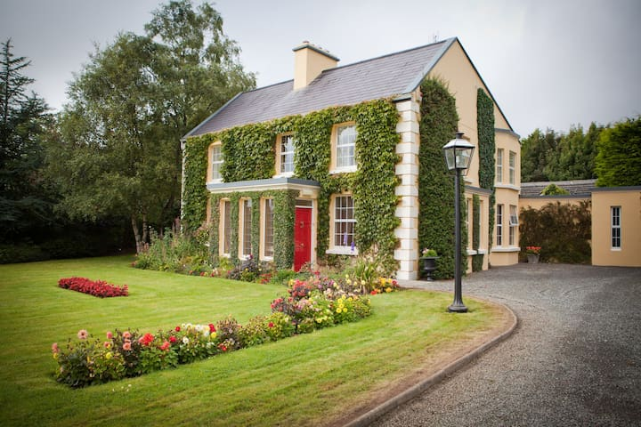 Friarsquarter House B&B Double Room - Ballinrobe