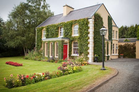Friarsquarter House B&B Double Room - Ballinrobe - Bed & Breakfast