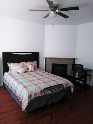 Living Large 3BR in North Downtown Evanston