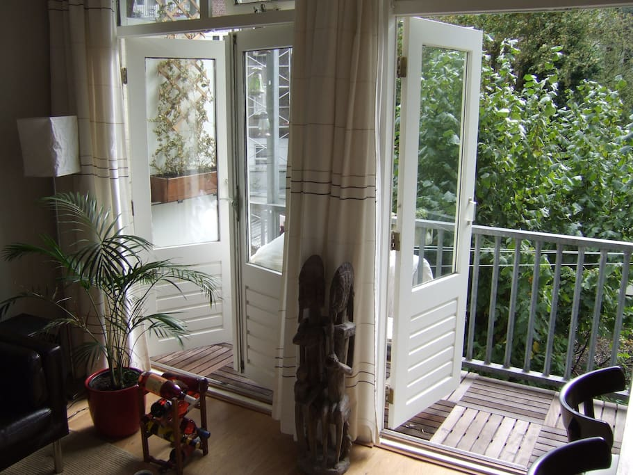When the weather is nice, the doors from the livingroom to the balcony can be opened.