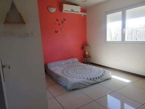 Chambre à louer chez l'habitant à Pouembout
