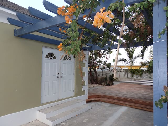 Tropical Paradise Rental - Nassau - House