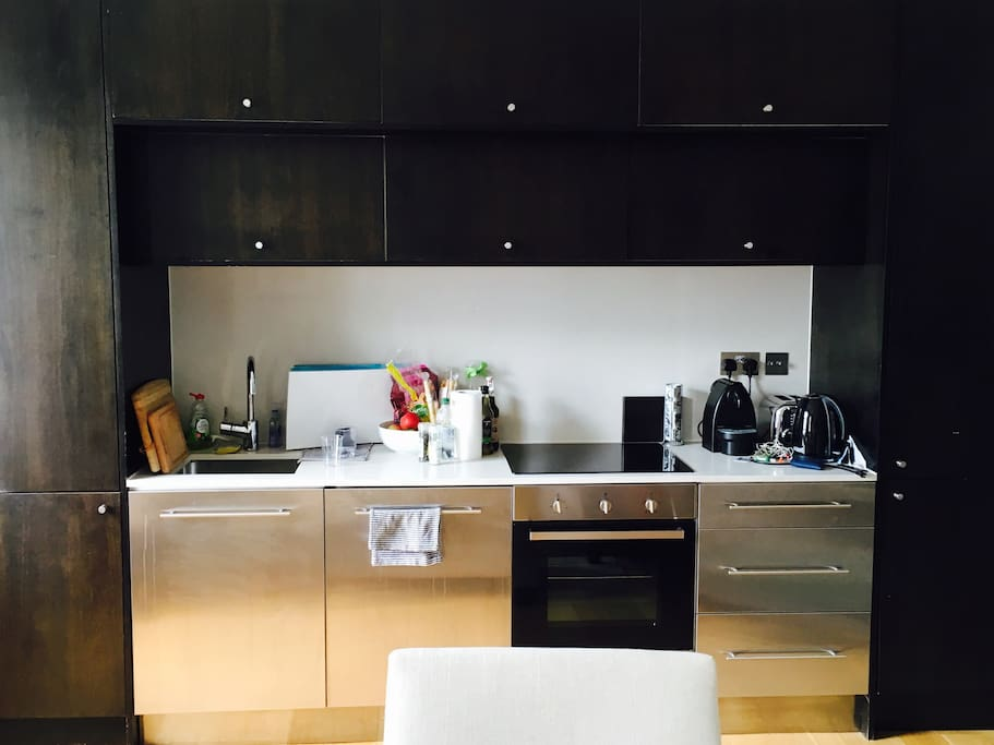 Fully-equipped kitchen with dishwasher, washer/dryer, oven/toaster