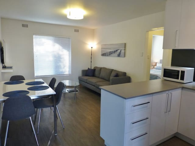 Fully Furnished and Equipped Subiaco Apartment - Subiaco - Huoneisto
