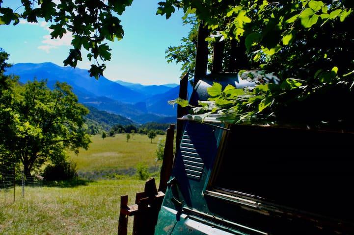 Caravane pleine nature à l'élevage du Roc