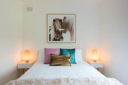 Amazing Modern Garden Apartment - โรสเบย์ - อพาร์ทเมนท์