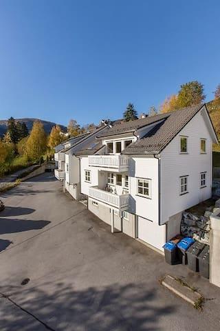 Mi casa su casa :) - Sogndal - Leilighet