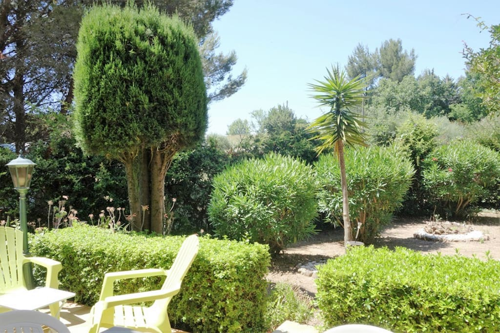 Au calme dans un jardin m diterran en houses for rent in for Au jardin guest house welkom