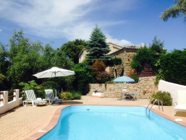 Maison avec piscine au village