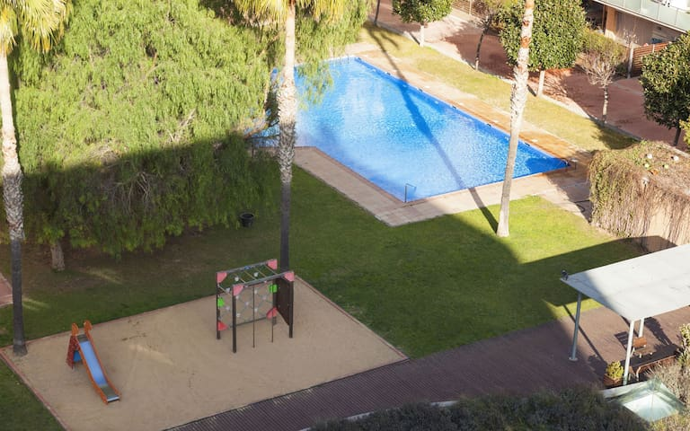 Apartment with pool near the beach by EnjoyBCN