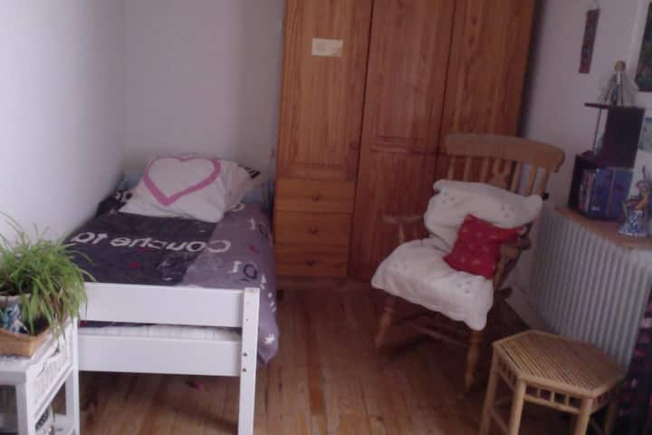 Grenoble, chambre avec petite terrasse