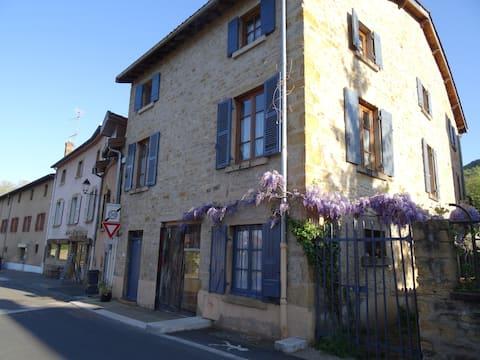 Proche  Lyon grande chambre dans maison de village