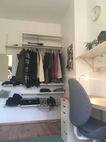 Kleines süßes Zimmer in einer 3er WG in Moabit