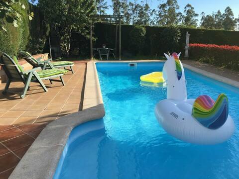 Encantadora casita de campo con piscina y jardin.