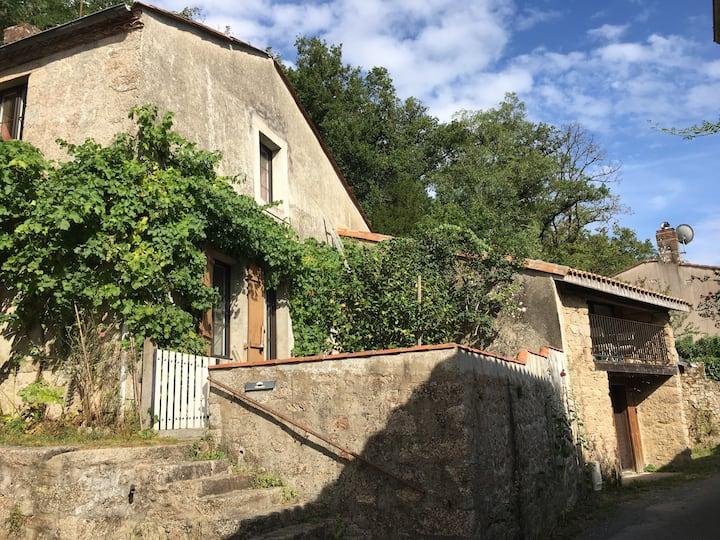 BELLE MAISON BORD DE RIVIÈRE/ 15 min du Puy du Fou