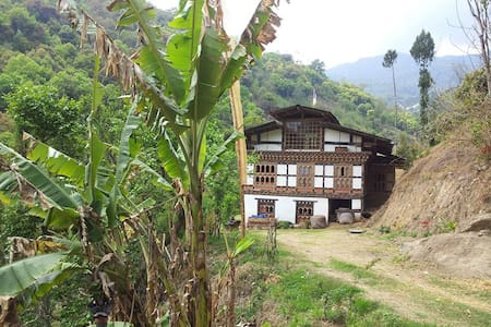 Aum Wangmo Home Stay(Bhutanese Farm Stay )