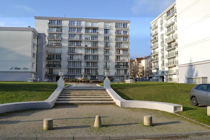 Chambre centre Ferney-Voltaire proximité de Genève