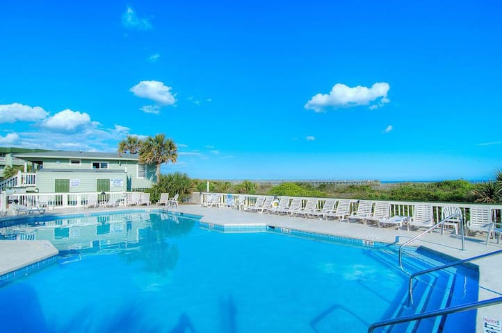 Ocean/beachfront Sea Cabin Condo w/balcony , SC