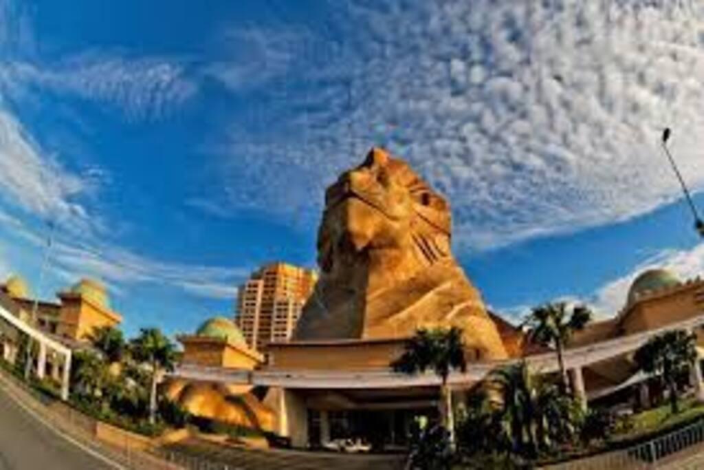 5 - 10 mins Canopy walk to Sunway Pyramid Shopping Mall