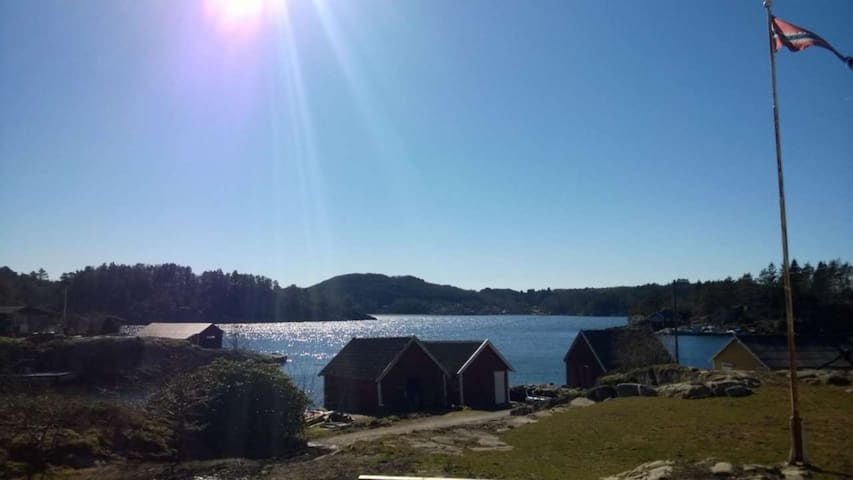 House/cabin and boat at Spindfjord - Farsund