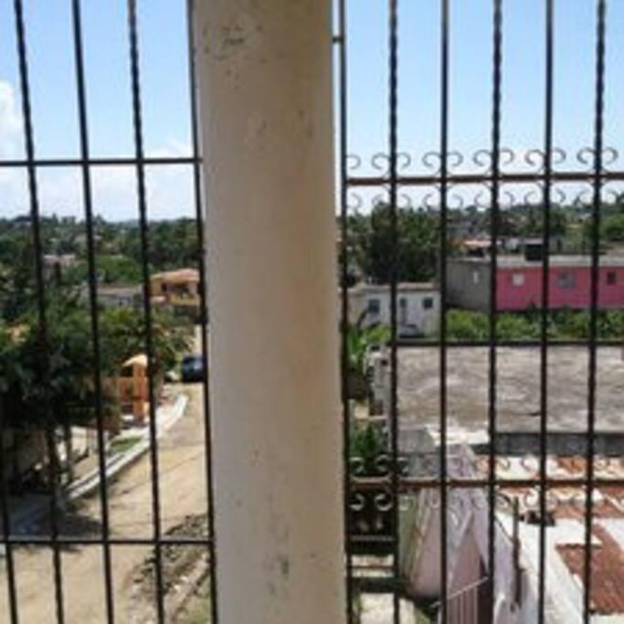 Esta es la galeria una muy buena vista de la urbanizacion villa laura.