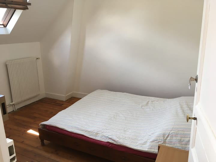 Rooms in a lovely house, 20mn to Paris center
