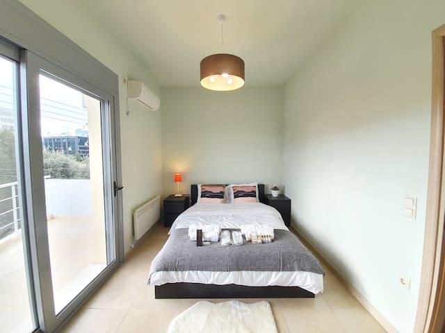 Comfortable duplex, 5' to IATRIKO and GAIA