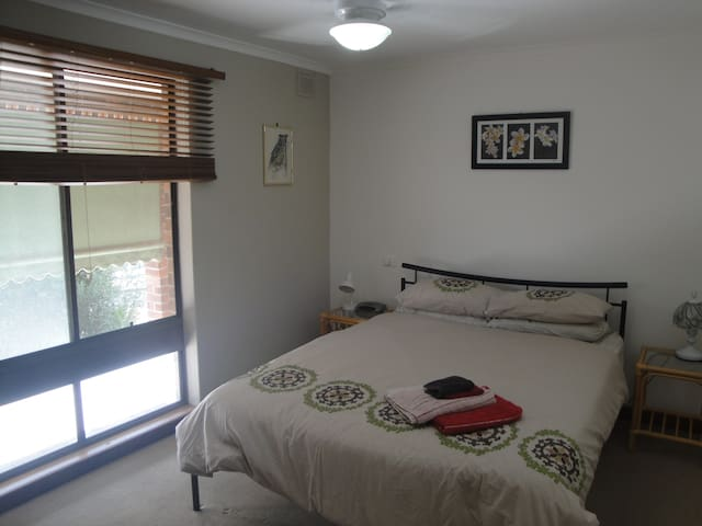 2 bedrooms available Tea Tree Gully - Tea Tree Gully - Rumah