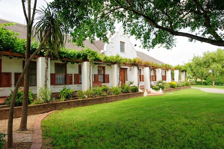 Cosy accommodation for a couple - Bonnievale - Bed & Breakfast