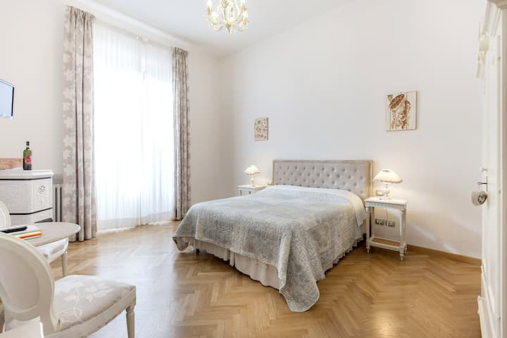 "Gourmet Room ""Brunello"" with balcony & minibar"