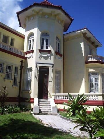 Casa Señorial en La Habana II