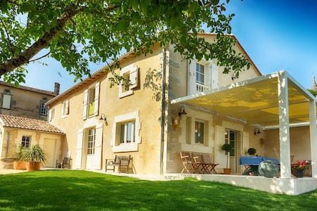 Maison du Couvent - Red Room - Villebois-Lavalette - Bed & Breakfast