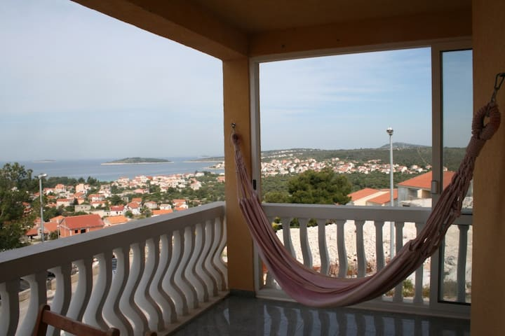 2 Bed Apartment with Stunning Views - Rogoznica - Apartament
