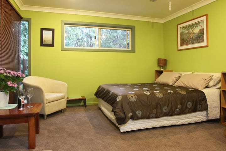 Glen Ayr Retreat - Garden Flat - Thirroul - Bed & Breakfast