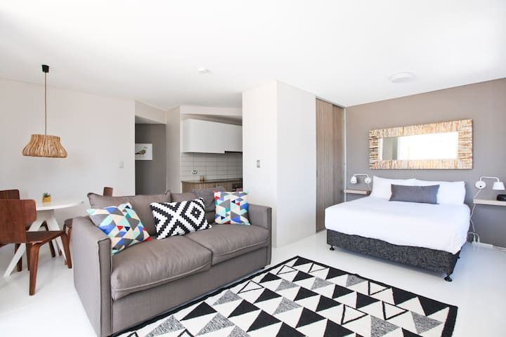 Bondi Designer Studio Apartment P