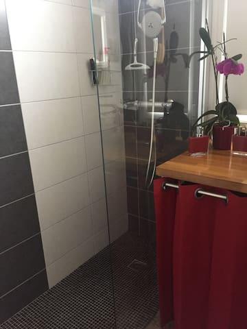 Salle de bain, coin douche à l'italienne
