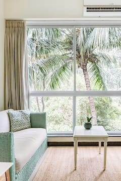 Abstract+Suite%2C+Art+Themed+Apt+with+Forest+View+%26+Swing