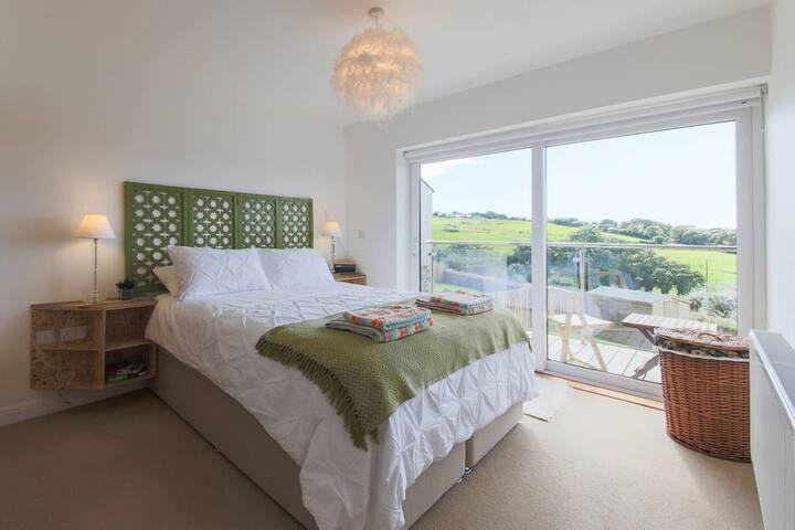 Double Room w/ Ensuite & Balcony in Falmouth BnB