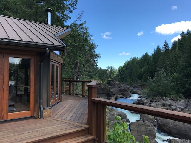 Private Luxury On The Nanaimo River