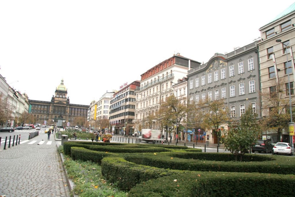 Vaclavske Namesti and our building