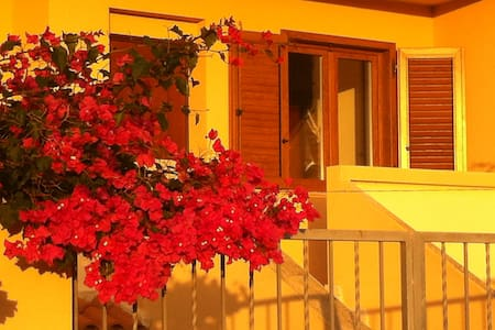 Mansarda indipendente in Villa - Santa Giusta - Bed & Breakfast