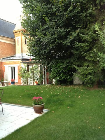 Lovely cottage in Versailles - Versailles - House