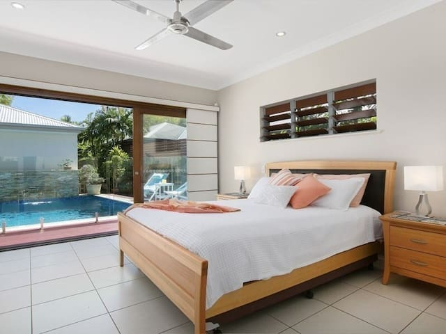 The master bedroom directly overlooks the swimming pool and comes fitted with a premium queen-sized bed with access to an ensuite bathroom.