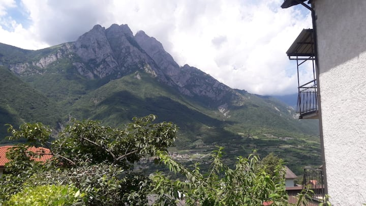 Alloggio ai piedi del Monte Pizzo Badile
