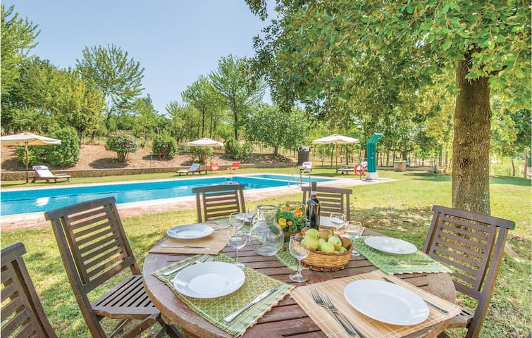 Holiday cottage with 4 bedrooms on 295m² in Tarano RI