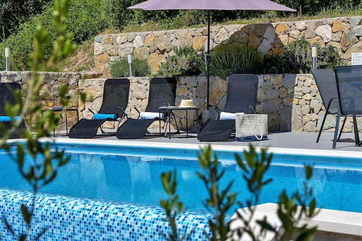 **LASTMINUTE** Villa Brela, with sea view and pool